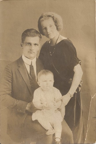 A and H with grandmother E, 1923