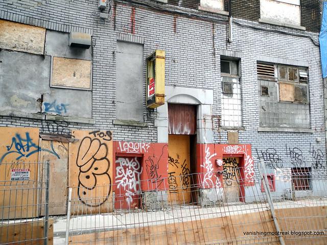 Rue St-Laurent behind 6