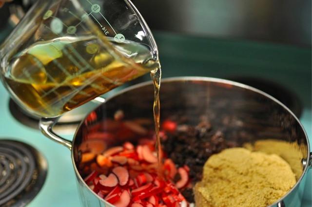 pouring vinegar