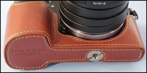 Sony NEX-7 Voigtlander 20mm f/3.5 Toma leather half case