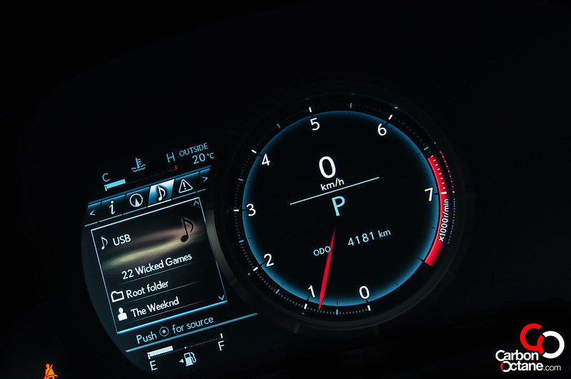 Lexus-IS350-digital-dash
