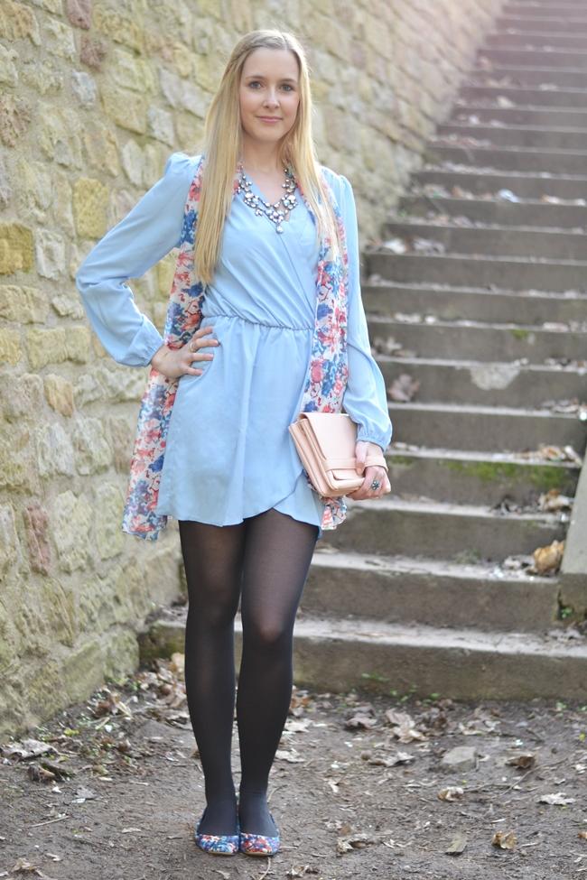 Outfit babyblaues Kleid (2)