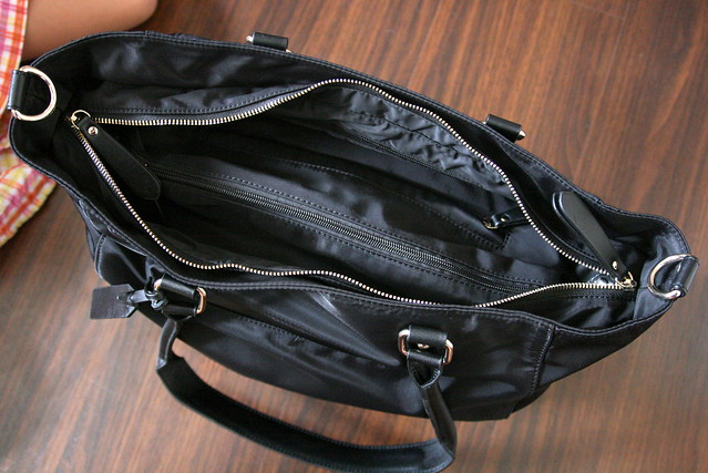 It's a roomy bag with lots of pockets!