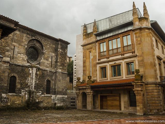 Parte posterior de la Catedral San Salvador y Museo arqueológico