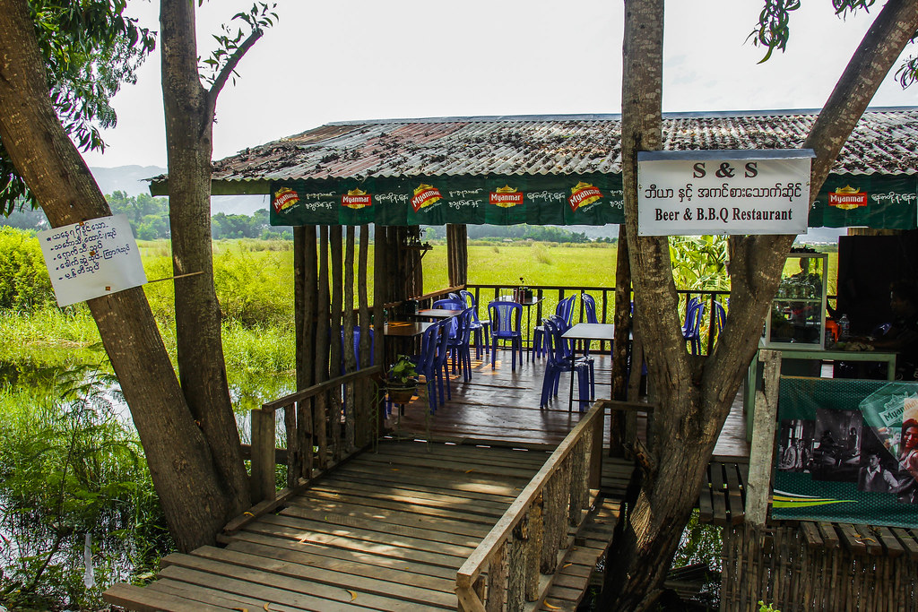 Restaurant i idylliske omgivelser i Inle