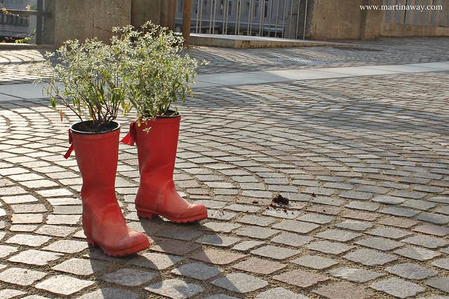 Stivali usati come vasi di fiori a Lubiana