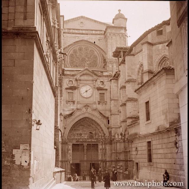 Catedral (Puerta del Reloj) en los años 20. Fotografía de José Villar Martelo