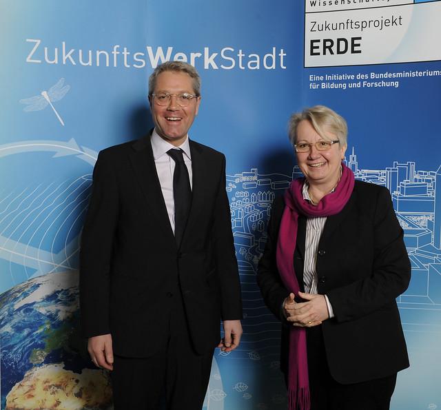 Frau Schavan und Herr Röttgen starten das Projekt ZukunftsWerkStadt