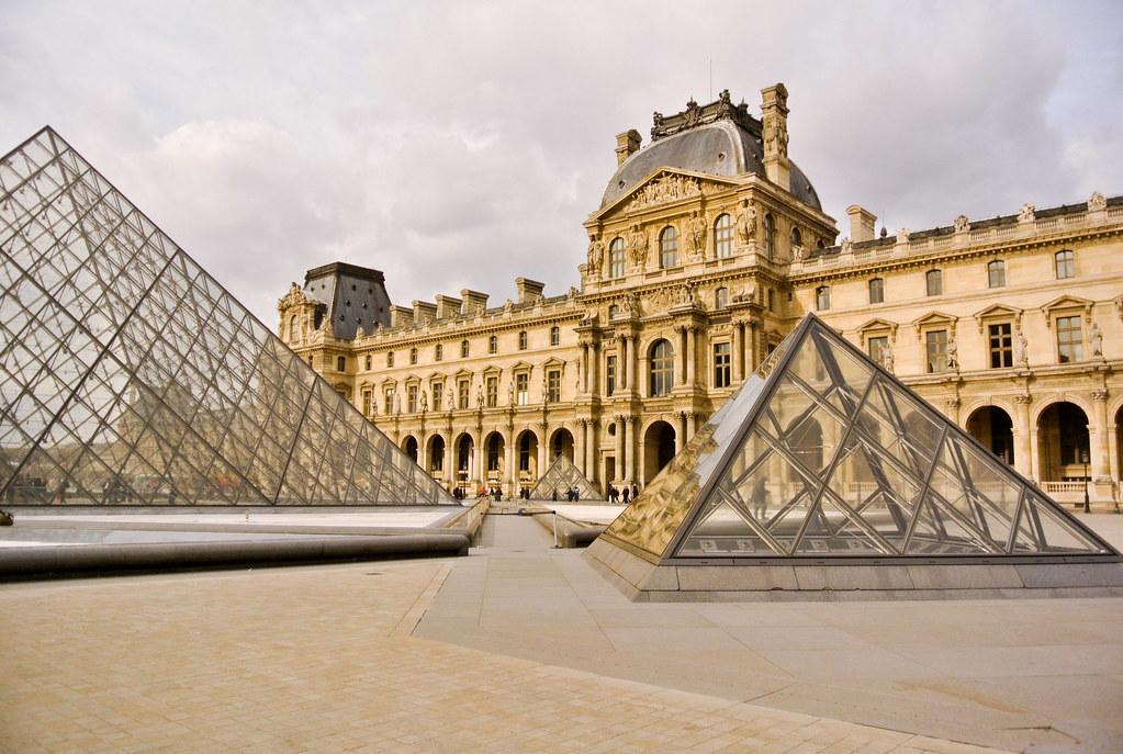 Lui et si on se promenait for Louvre interieur