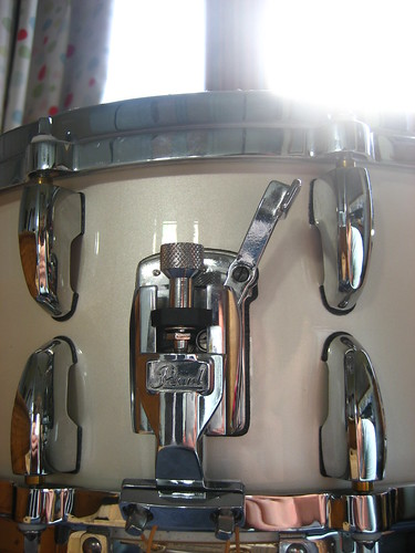 Snare drum, gleaming