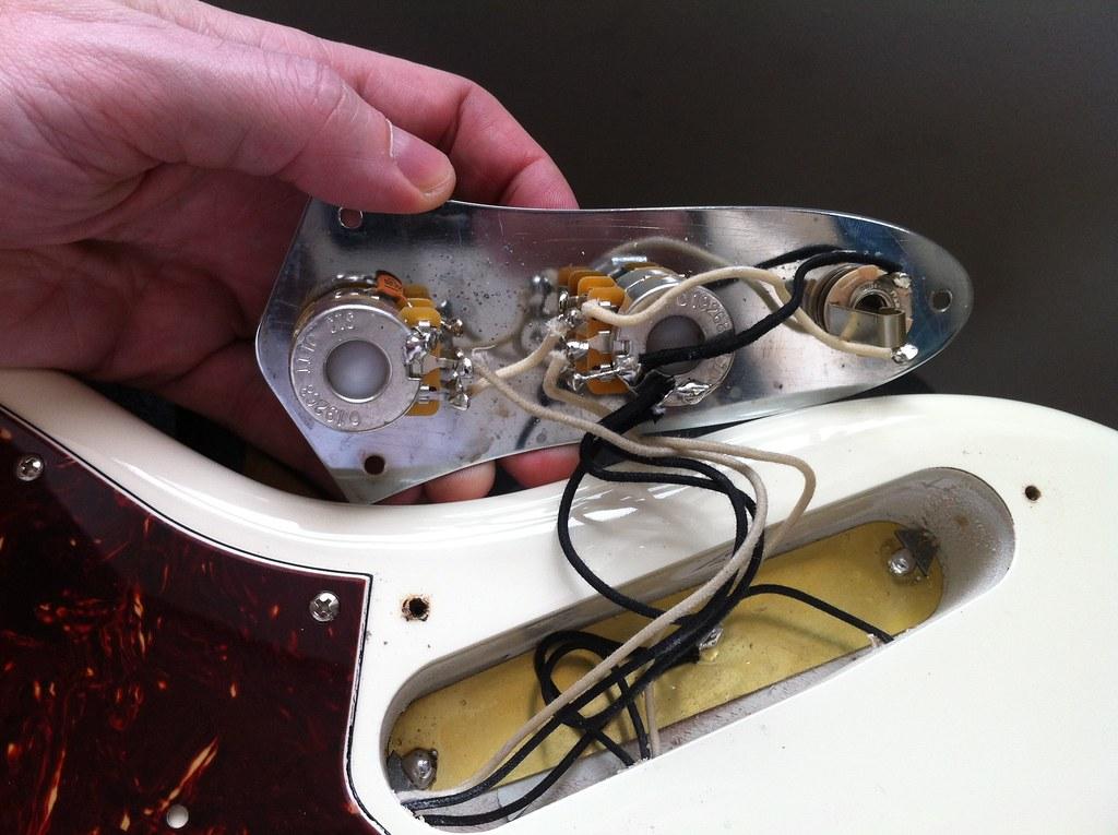 New Fender Av 62 Jazz Incorrect Wiring