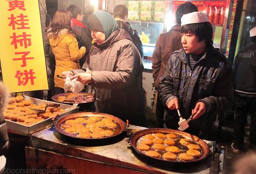Frying Persimmon Cakes (Shi Zi Bing)  柿子饼