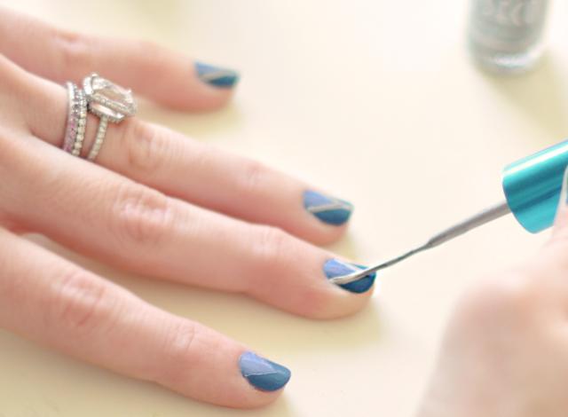 nail art-blue nails