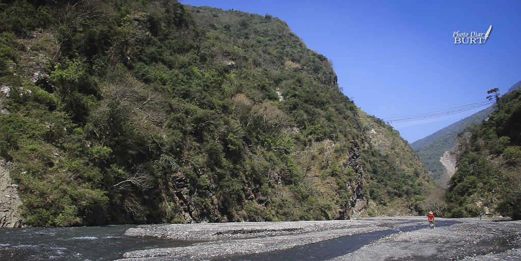 馬里山溪和其上通往萬山舊部落的吊橋遺跡