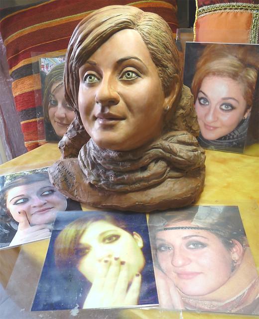 ritratto di ragazza in terracotta policroma