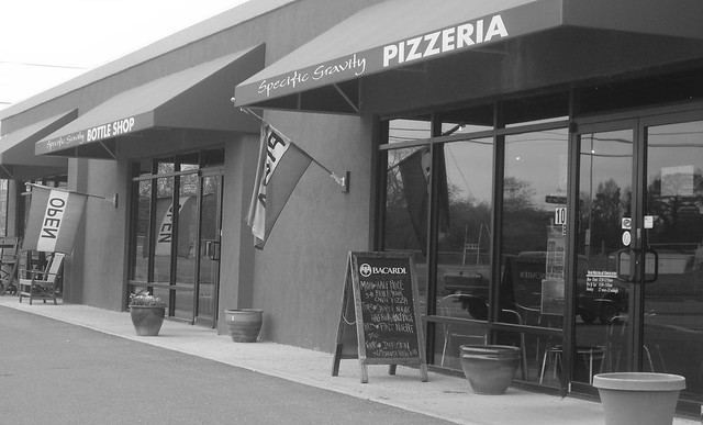Dining Review: Specific Gravity Pizzeria and Bottleshop