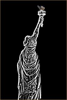 Billede af Frihedsgudinden i nærheden af City of Jersey City. statueoflibertyusa newyorkharborny statueoflibertynewyorkharborny