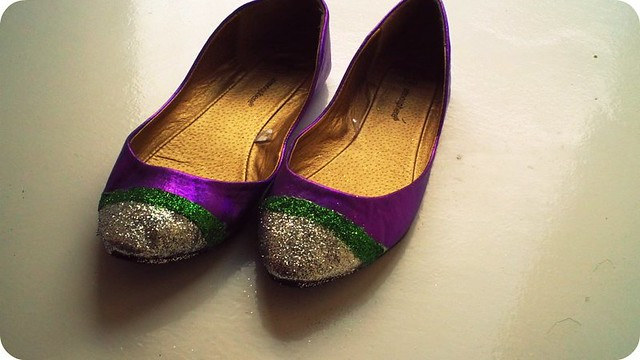 How to make glitter stripe shoes