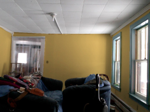 should we paint the living room yellow?