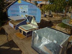 ECO-campus內大大小小的太陽能鍋及解說資訊。