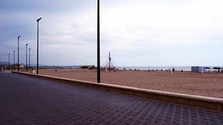 Bild av Platja de la Malva-rosa. beach valencia clouds seaside spain widescreen playa espana promenade 169 pointshoot picnik malvarrosa malvarosa explanade urbanbeach playaurbana playadelamalvarrosa ortonish malvarrosabeach