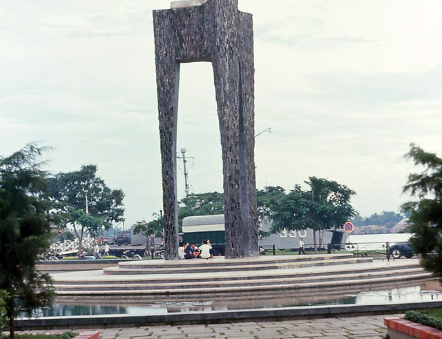 Saigon 1964 - Memorial to the Trung Sisters