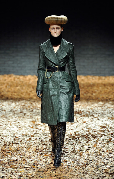 McQueen Runway Show London Fashion Week For Fall Winter ...