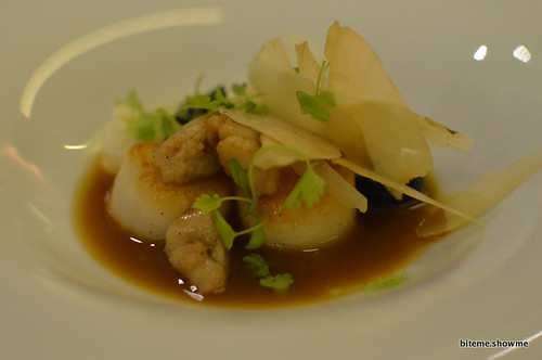 Arras - Black and white squid, sweetbreads, scallop and artichoke