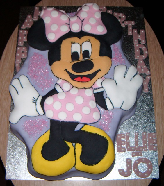 Minnie Mouse Bow Cake Pan