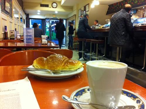Desayuno interior Cafe Lago Bilbao by LaVisitaComunicacion