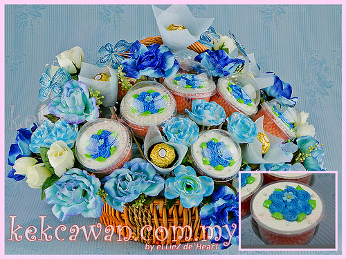 Cupcakes Basket Bouquet for Hantaran