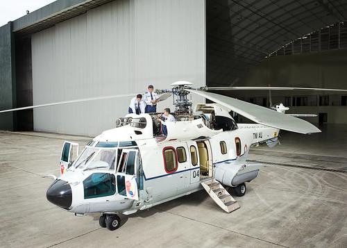 Ground Crew memeriksa kesiapan pesawat