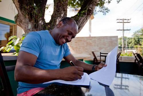 Irmão Lázaro assina com Sony Music