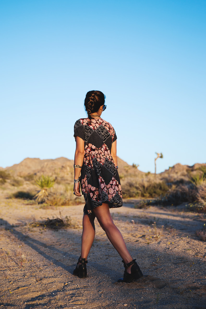 Joshua_tree-Coachella_2014-Festival_Outfit-Floral_Dress-Cut_Out_Boots-Braid-Desert-15