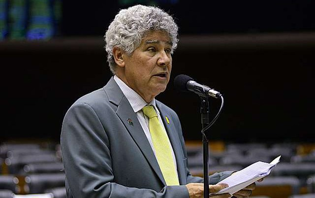 Calamidade pública são os governos e a 'Era PMDB', diz Chico Alencar