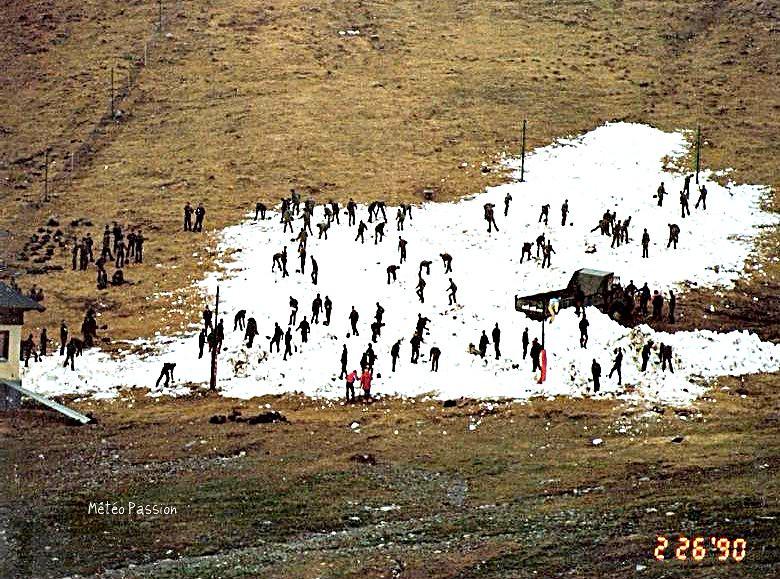 maigre manteau neigeux à la station de Candanchu dans les Pyrénées, le 26 février 1990 météopassion