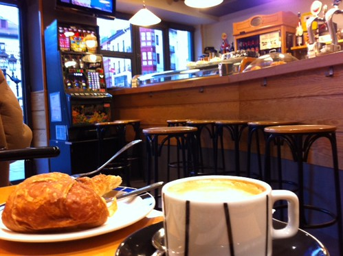 Cafe Geltokia plaza Unamuno Bilbao by LaVisitaComunicacion