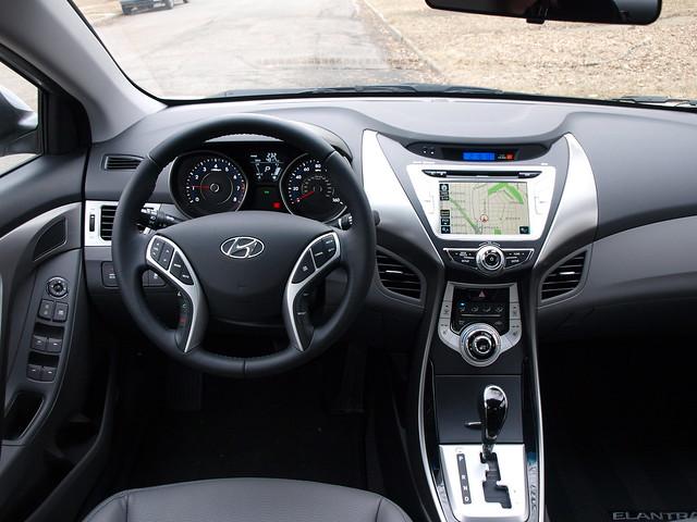 2012 Hyundai Elantra Limited 10