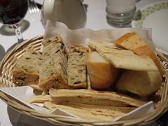 金, 2012-03-16 18:34 - パン(バゲット、ピタ、オリーブパン)とワイン