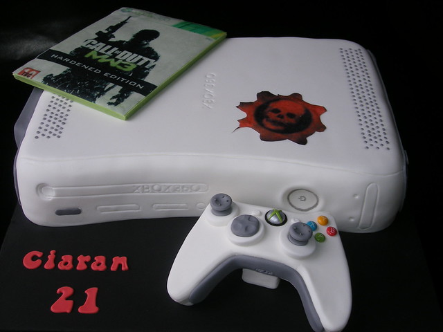 Xbox Birthday Cake http://www.flickriver.com/photos/creative_cakes_by_mama_k/6852932137/