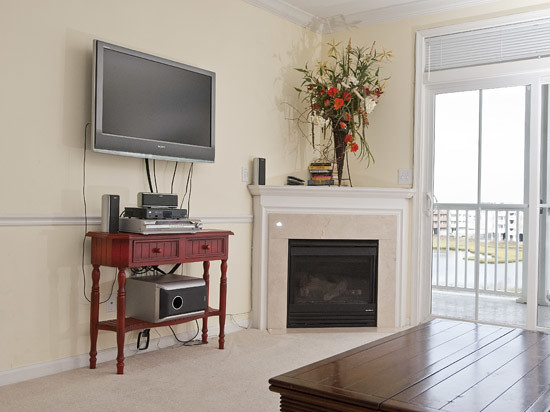 Living room with flat screen tv flickr photo sharing - Best size flat screen tv for living room ...