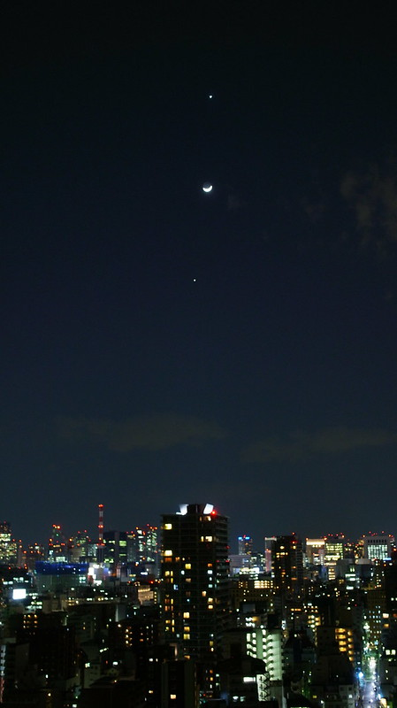 Venus, moon, Jupiter in line
