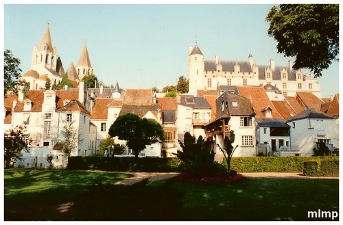 Loches entre église et chateau