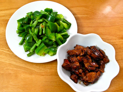 IMG_2145 Dinner : stir fried black pepper pork slices , french beans and green capsicum