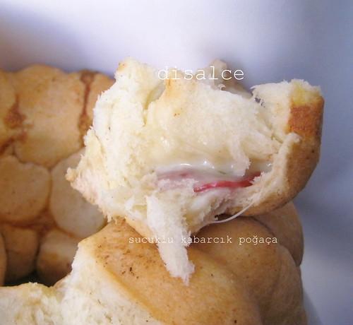 sucuklu kabarcık ekmek1