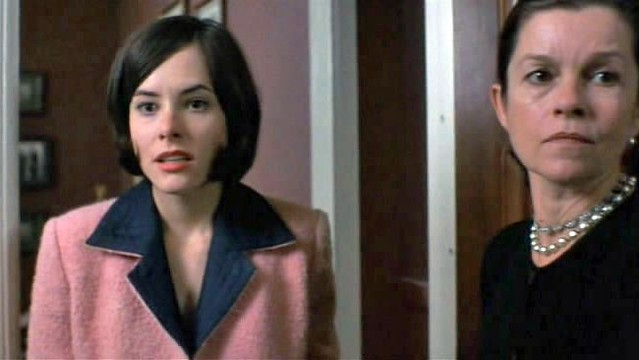 Jackie-O (Parker Posey) and Mother (Genevieve Bujold)