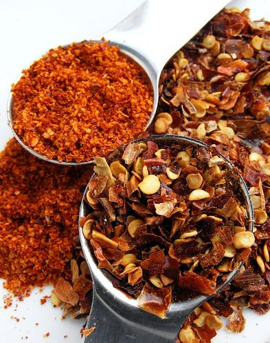 Chilipoeder en chili vlokken