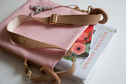 spring sewing: light pink leather town bag!
