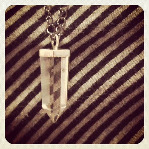 Wearing my @fashionology_nl quartz necklace!