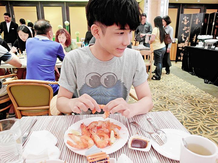 typicalben peeling prawns